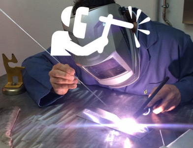 Hombre suelda con TIG soldadora para industria TSD-Tecsoldas